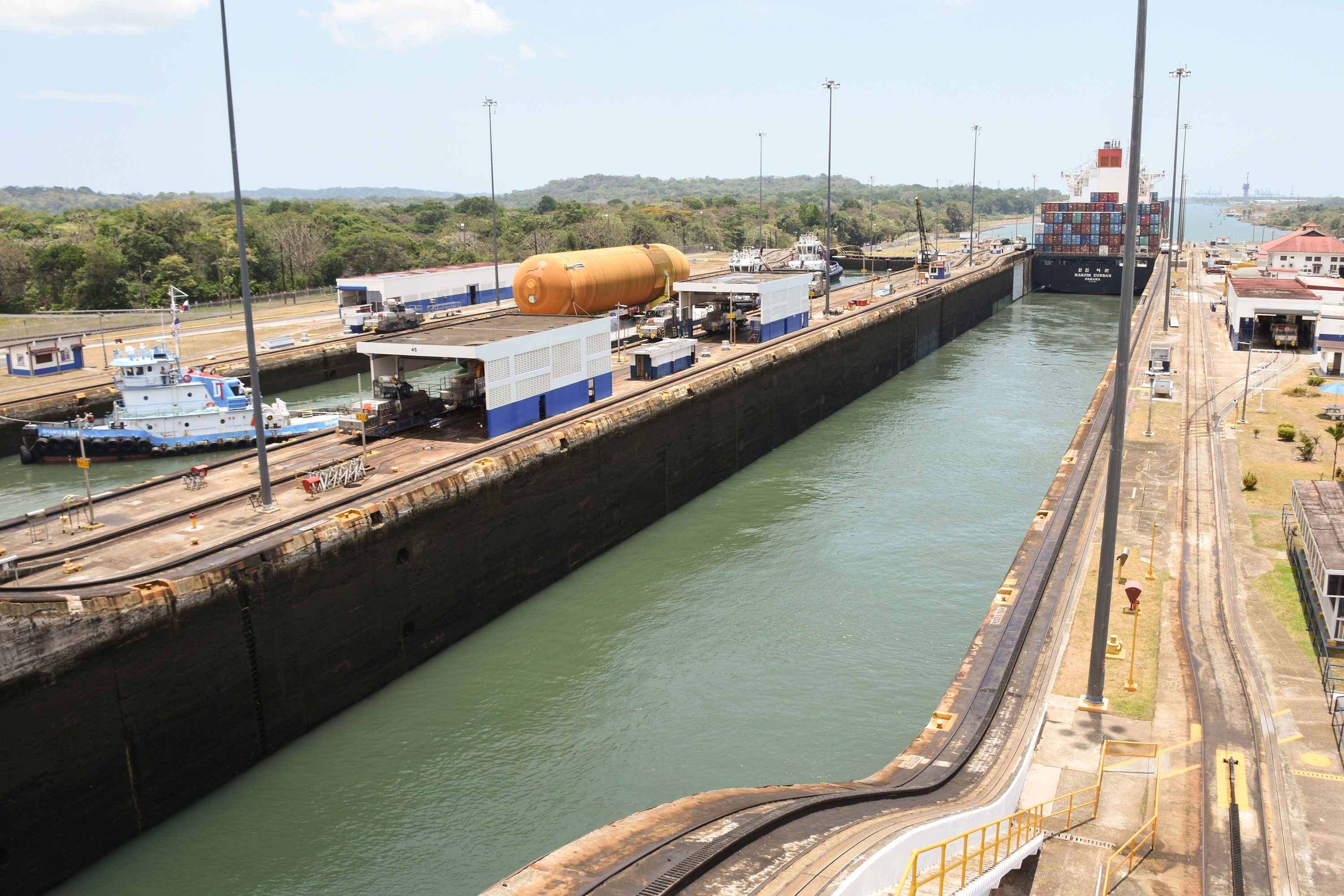 ET-94 passed from the Atlantic Ocean through the Panama Canal Gatun locks in Panama on April 25. The tank spent the night moored in Gatun Lake before traveling through a final set of locks into the Pacific Ocean the following day. Credit: Jason Davis/The Planetary Society (CC BY-NC-SA 2.0)
