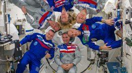 Expedition_37_in-flight_crew_portrait_(2)