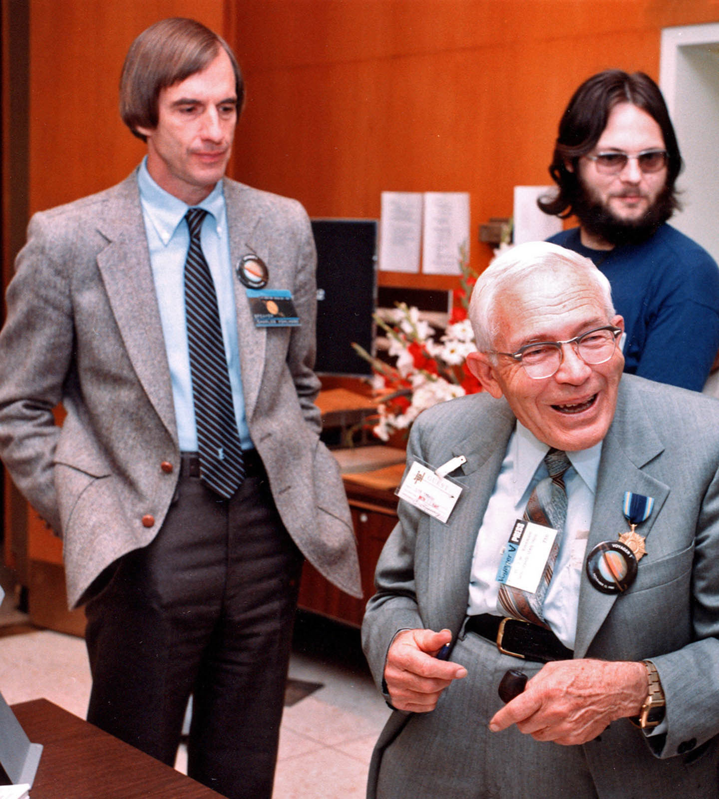 Kohlhase meets legendary astronomer, Clyde Tombaugh, discoverer of Pluto, at the Voyager Neptune encounter in August 1989. Credit: Charles Kohlhase