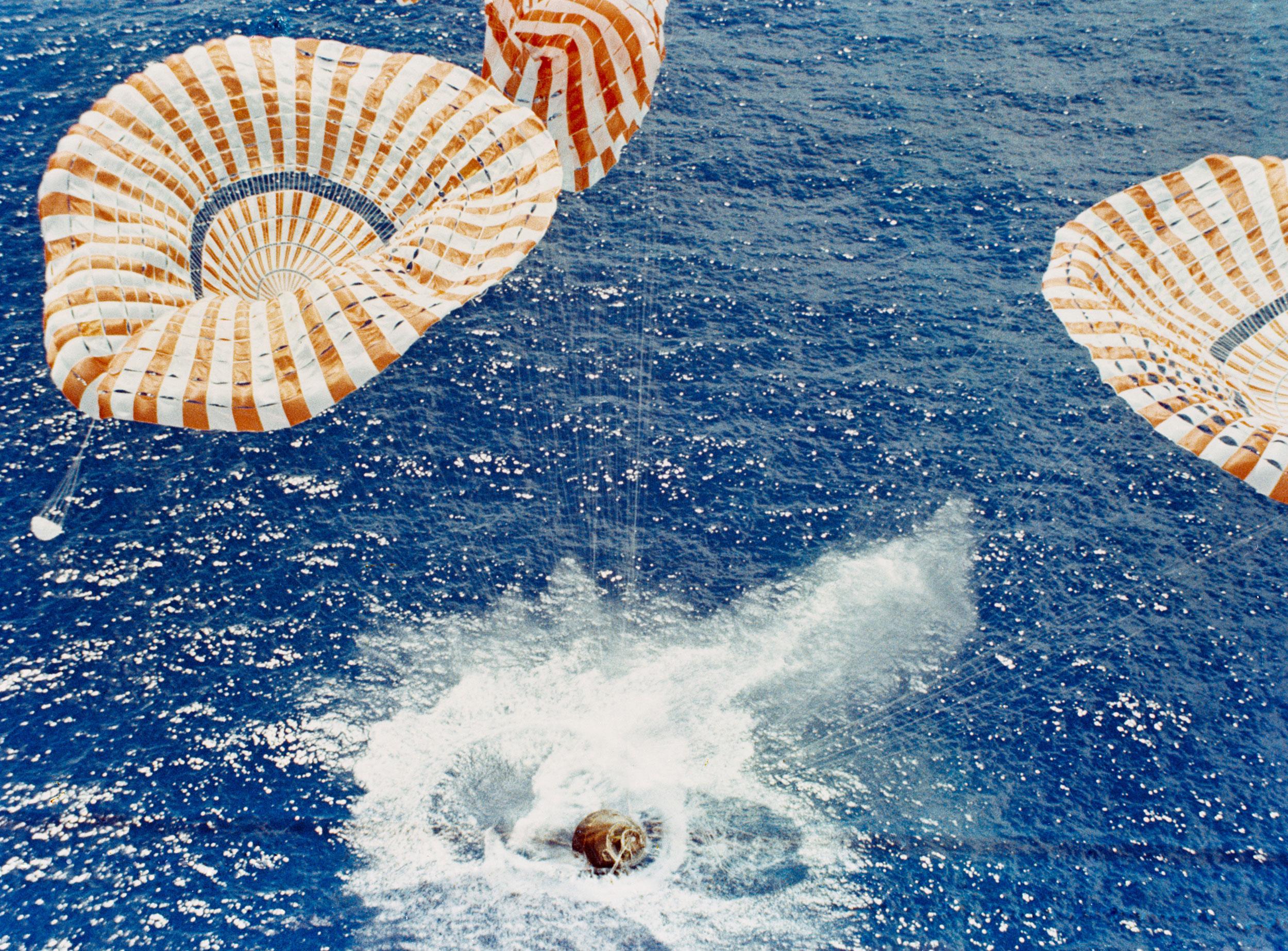 parachute module moon landing - photo #14